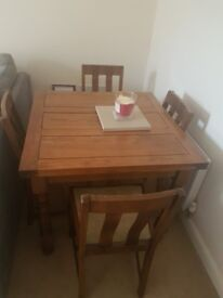 TABLE & X4 CHAIRS