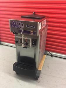 2013 stoelting ice cream yogurt machine ( like new ! )