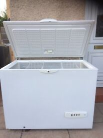 MEDIUM TO LARGE SIZE WHIRLPOOL CHEST FREEZER IN GOOD WORKING CONDITION.