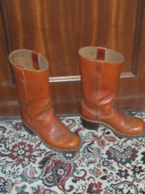 PAIR OF LONG SIZE 9 LEATHER BOOTS