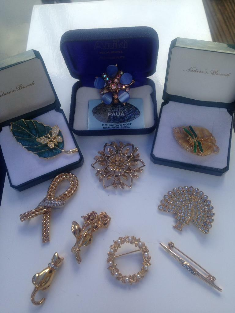 db9737b5860 Lovely Collection Of Vintage Brooches Selling As A Joblot | in ...