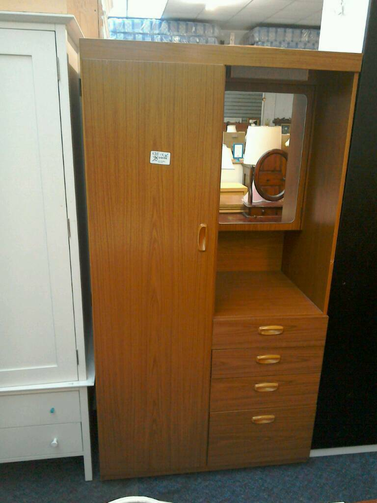 Schreiber Wardrobe With Drawers And Shelving Behind Mirror Light 38595 35r In Rayleigh Es Gumtree