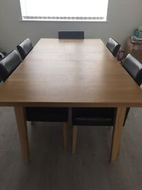 OAK DINING TABLE WITH 5 BLACK LEATHER CHAIRS