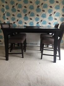Dinning Room Table With 6 Chair's