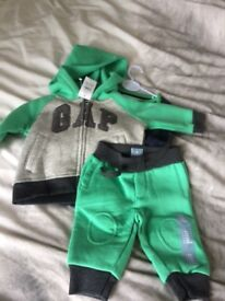 BRAND NEW BABY GAP TRACKSUIT AGE 0-3 months 3 piece set still with tags