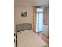 Large Double Room, Montague Road, Hounslow TW3: 2 mins HC Tube; 2 min Blenheim & Treaty Centre