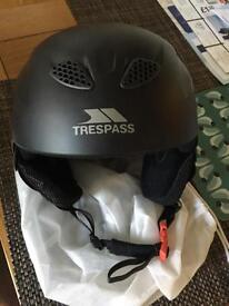 Men's black ski helmet (large)