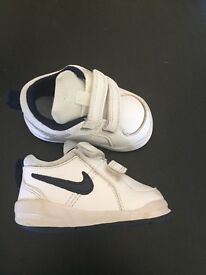 Infant Nike trainers (white)