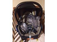 Maxi Cosy baby car seat and Isofix base
