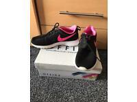 Nike Roche Women's Size 5