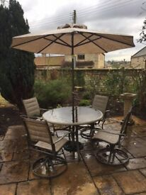 GREAT GLASS TOPPED GARDEN PATIO TABLE WITH FOUR ROTATING CHAIRS AND PARASOL