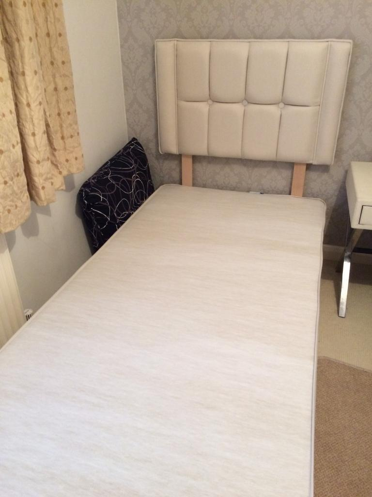 Single 3' divan bed and headboard.Nearly new.