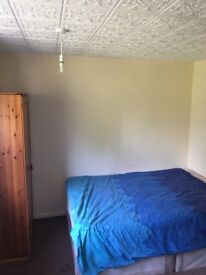 Spacious double room to let. 5 Min walk to town centre. WiFi available. All bill inclusive no DSS