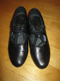 Roch Valley Black Cuban Heel Tap Shoes Size 3 1/2