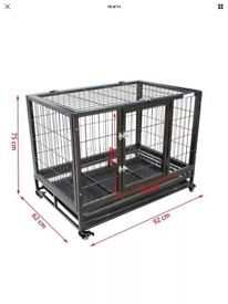 Parrot/animal/cage/crate
