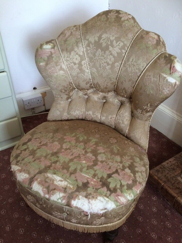 This is a beautiful style antique chair which is ideal for a restoration project.