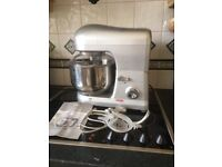 Cooks professional 1000 w, stand food mixer, silver colour,it has a large capacity