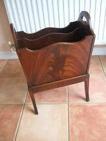 Quality Bevan Funnell Reprodux Flame Mahogany Shaped Msgazine Rack rrp £600+ when new