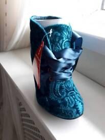 Joe brown boots.. size 4