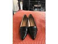 Black flat ladies shoes