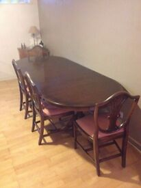 Dining room table and chairs - Great condition