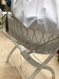 Izziwotnot withe Moses basket, great condition