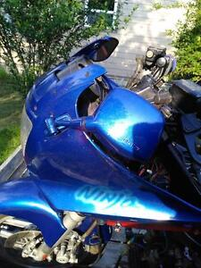 KAWASAKI ZX10 NINJA 1000 1986 BODY WORK  PARTS TANK UPPER TAIL Windsor Region Ontario image 3