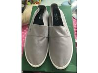 Lacoste men's size 9 plimsoles and hat new