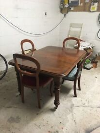 Extendable table and 4 dining chairs