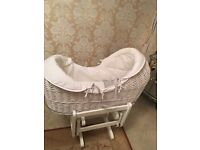 MAMAS AND PAPAS WELCOME TO THE WORLD MOSES BASKET WITH GLIDING STAND