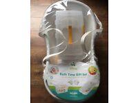 Brand new & sealed Winnie the Pooh Bath Time Gift Set. Baby bath set