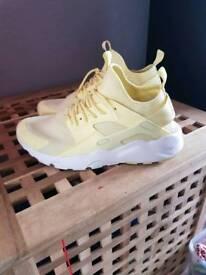 Nike air hurache lemon