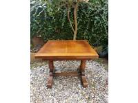 Solid wood extending table