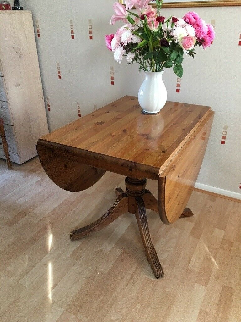 Double Drop Leaf Table And 4 Chairs Great Condition