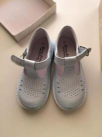 Leon shoes NEW in box size 25 (8)
