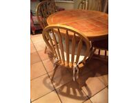 Expanding dining table 4-8 seater and 4 chairs good quality in good condition