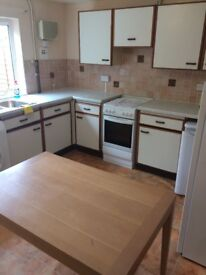 3 single bedrooms in a 4 bedroom student house. Close to local shops. On main bus route.