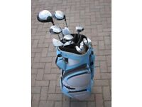 SET OF LADIES TOP FLITE EXECUCOR GOLF CLUBS AND BLUE BULLET BAG