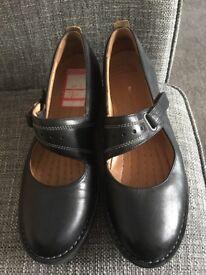 Ladies Clarke's shoe size 7 excellent condition