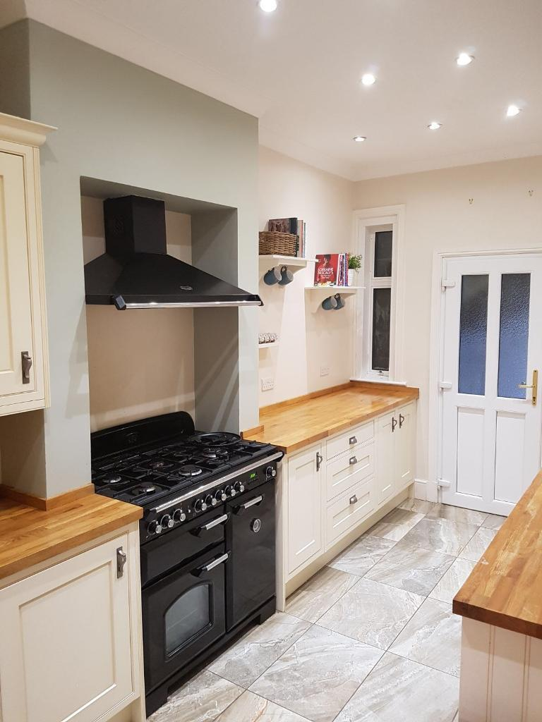 Kitchen cabinets with sink, tap and integrated appliances ...