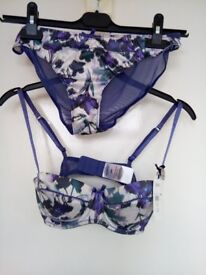BRAND BRA/BRIEF SET VERY PRETTY
