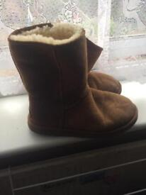 Genuine brown Uggs - size 6.5 - very good condition