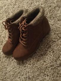 BRAND NEW new look boots rrp-£29.99