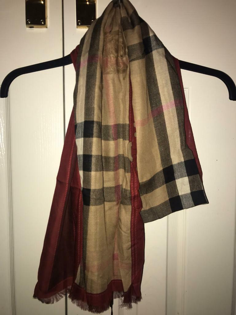 6e16761abac2 Burberry checked Scarf