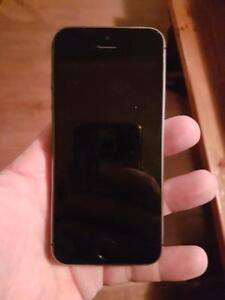 iPhone 5s 16g Space Grey UNLOCKED, $175 firm