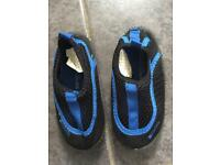 Toddler boy size 6 beach slipper shoe- like new