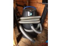 Oase pond vacuum with attachments and hose