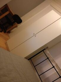 Cosy single room in clean household near to station for F only
