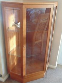 corner china cabinet in teak wood, with 2 glass shelves and an internal light