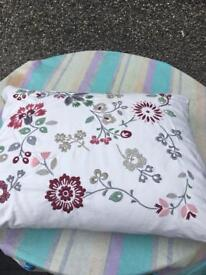 Ikea shabby chic feather cushion? Alfhild